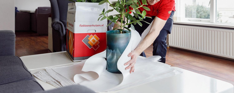 Breekbare spullen of planten pakken wij extra zorgvuldig in